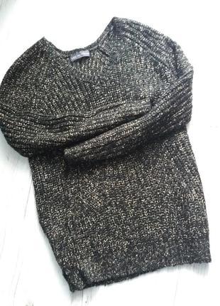 Красивый брендовый свитер с люрексом