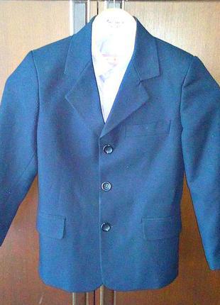 Пиджак школьный на мальчика 6-7 лет