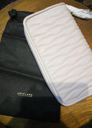 Красивый большой кошелёк от oriflame в чехле . новый.