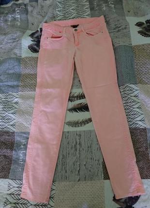 Пудровые скинни skinny джинсы с заниженной талией