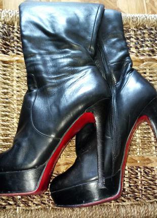 Кожаные сапоги на высоком каблуке