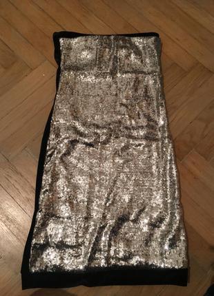 Яркое платье без бретелей
