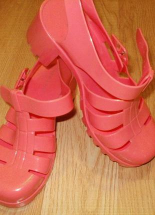 Нью лук  аквашузы, сандали