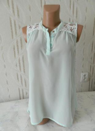 Шифоновая блуза с кружевными вставками only мятного цвета ассиметричная безрукавка р.42/xl
