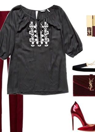 Актуальная блузка с вышивкой от label be.