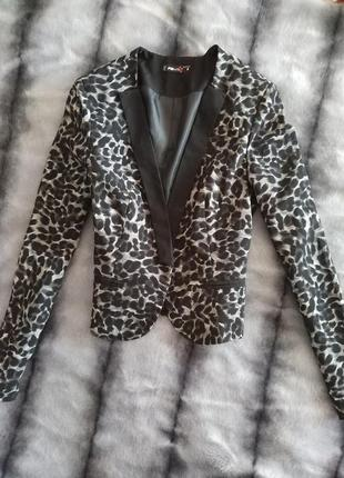 Трендовый пиджак животный принт