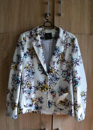 Трендовый пиджак в цветочный принт