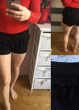 Чёрные короткие шорты с воланами