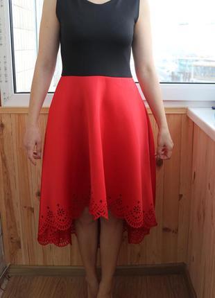 Комбинированное каскадное платье gepur