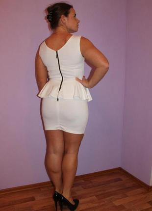 Продам платье белое без рукавов с баской, на молнии