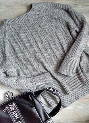 Красивий теплий стильний светрик з візерунком