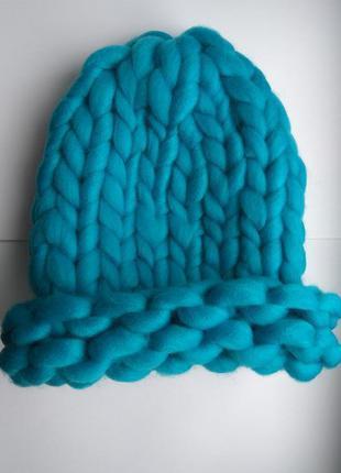 Шапка крупной вязки из мериноса, голуба, синяя