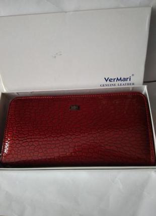 Женский кожаный лаковый кошелек  на молнии и с ремешком для запястья ver mari