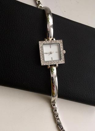 Часы металический ремешок камушки