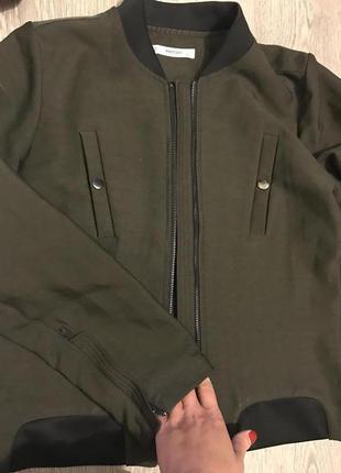 Куртка ,куртка -бомбер от mango
