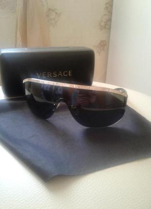 Классные фирменные очки солнцезащитные