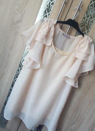Красивая нарядная блуза цвета нюд