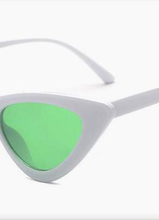 Треугольные очки в ретро стиле белая оправа зеленые линзы лисички кошачий глаз 2018