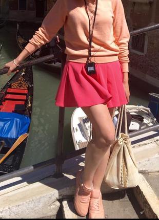 Прикольная юбка, фасон-солнце, со складками, держит форму. плотная. одета один раз