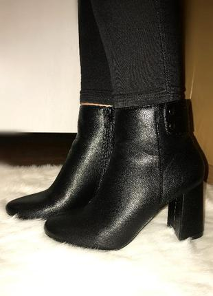 Новые ботинки на каблуке
