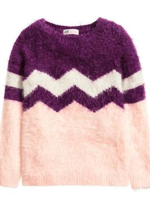 Пушистий светр ніжного кольору