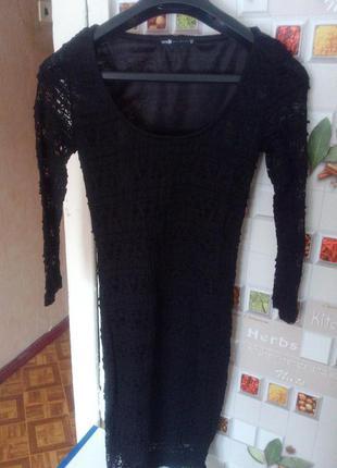 Черное кружевное платье по фигуре oodji