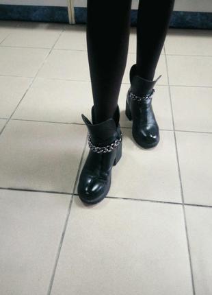 Зимние ботинки на каблуку