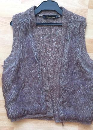 Теплая вязаная жилетка с искусственным мехом