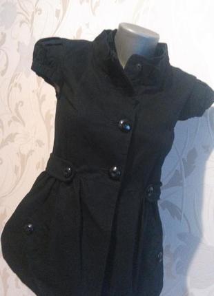 Стильна жилетка з баскою від new look