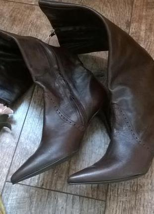 Стильные узконосые деми сапоги на невысоком каблуке из кожи-40р