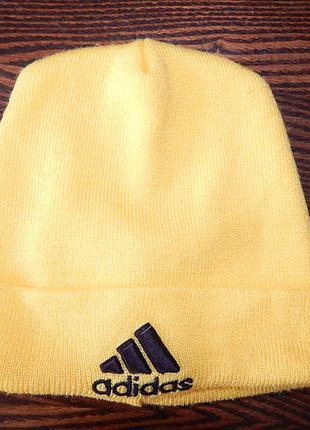 Ярко-желтая спортивная шапка adidas