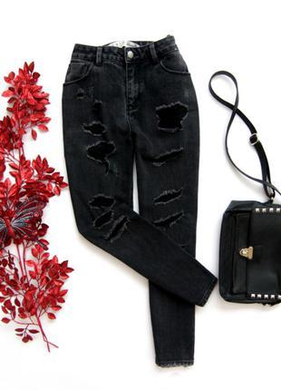 Рваные джинсы, мом