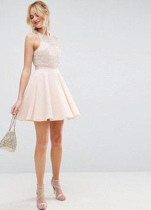 Пудровое платье asos с юбкой клеш и вышивкой из бисера,р-р 10