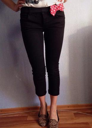 Черные джинсовые бриджы zara