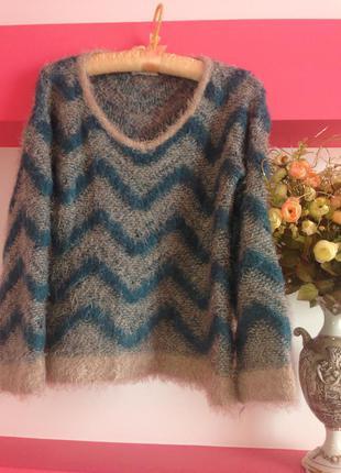 Красивый тёплый качественный акрило-мохеровый свитер