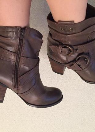Ботинки кожаные низкий каблук