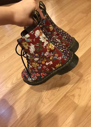 Кожаные ботинки в цветочек dr martens