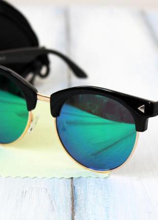 Женские солнцезащитные очки зеркальные в футляре