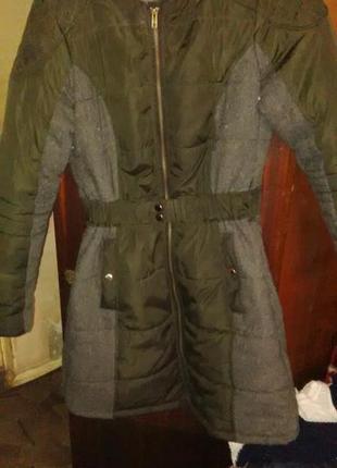 Пальто зимнее с серыми вставками