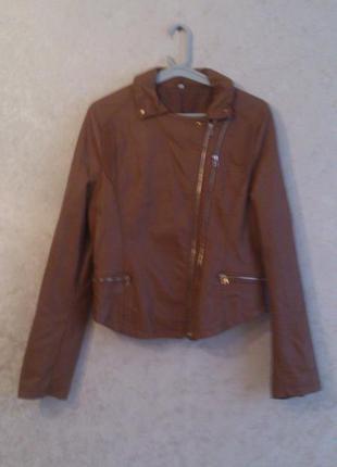 Стильная демисезонная курточка из экокожи