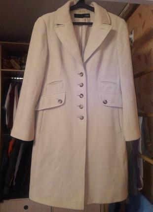 Шикарное шерстяное пальто, 80% шерсти.