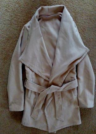 Пальто халат с карманами и красивым воротником рижое