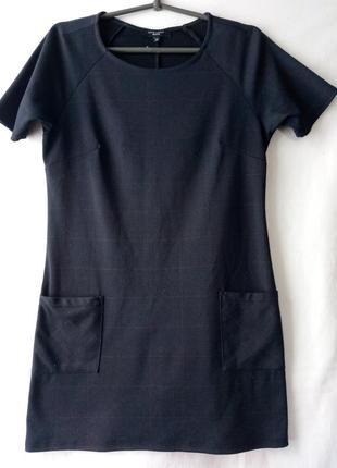 Чёрное платье в клеточку
