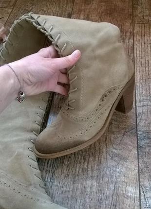Светлые,стильные сапоги-броги от bianco/по ноге/высокие-38р
