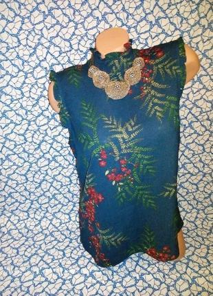 Стильная блузка с воротником-стойкой