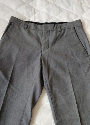 Классические серые брюки со стрелками