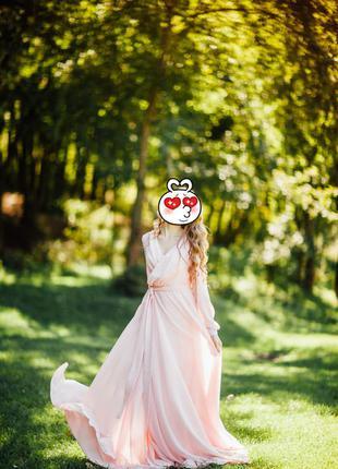 Платье шифоновые. нежно розовое.