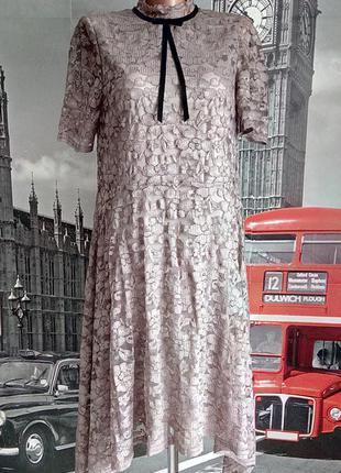 Елегантна мереживна сукня з подовженими бочками на підкладці