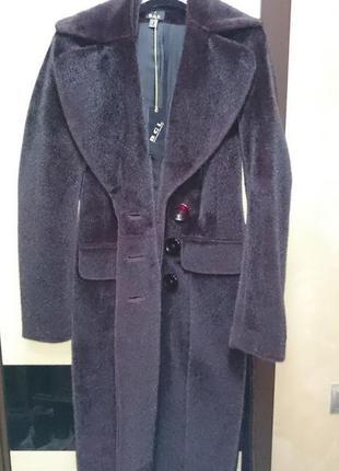 Очень красивое пальто на зиму или холодную весну, осень