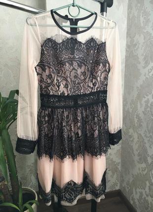 Платье пудрового цвета с гипюром